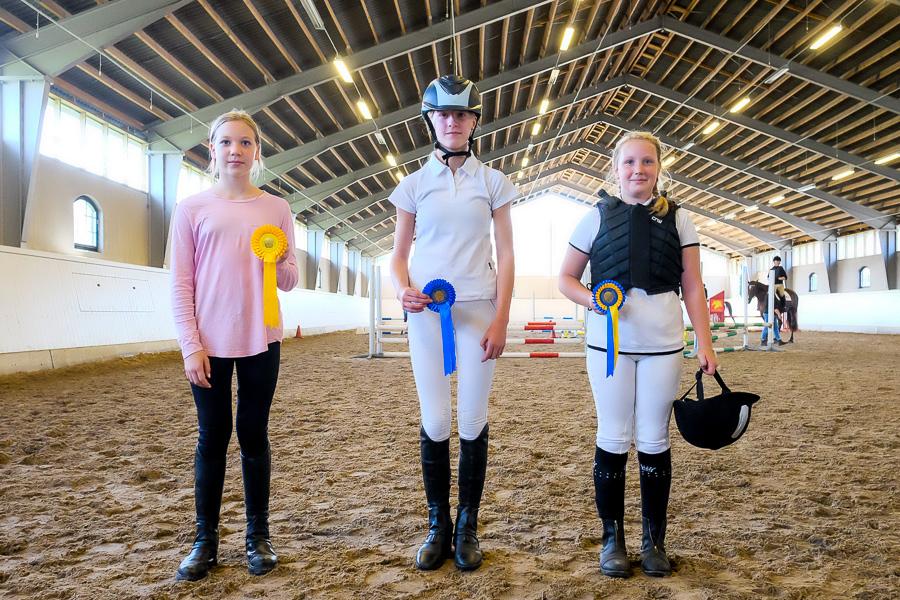 Pristagarna i 50cm -  Lova Karhatsu, Hanna Skogh och Saga Karlström.