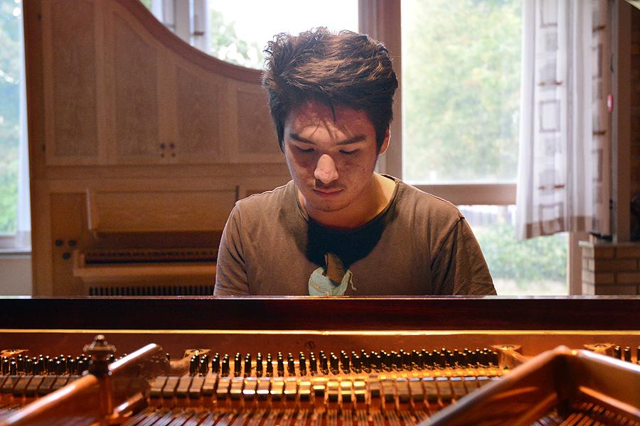 Upptäckte sin pianotalang i Sverige
