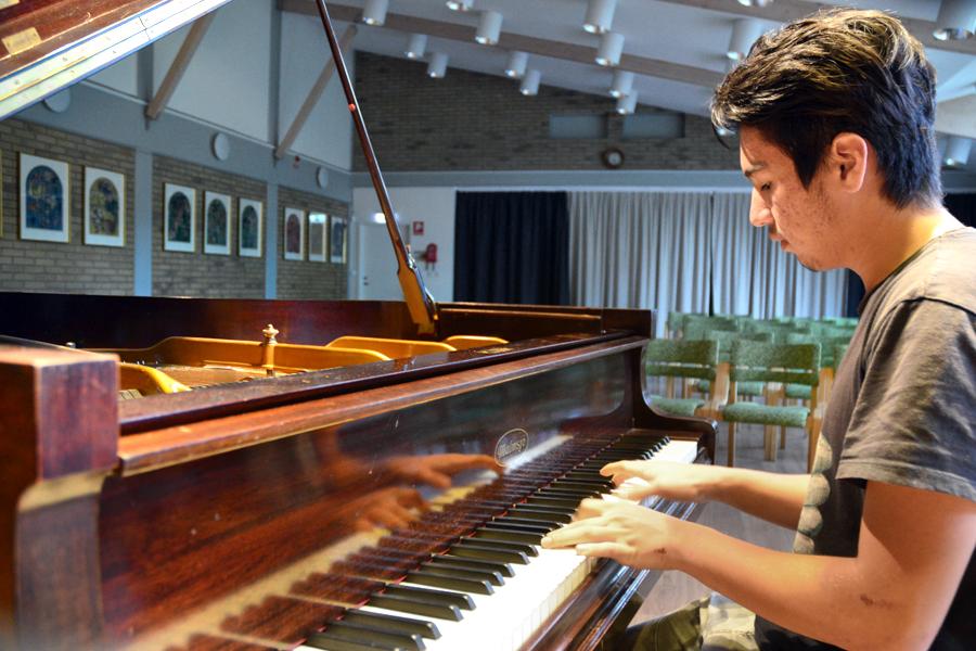 Mohammad Yazdani en språk- och musiktalang.
