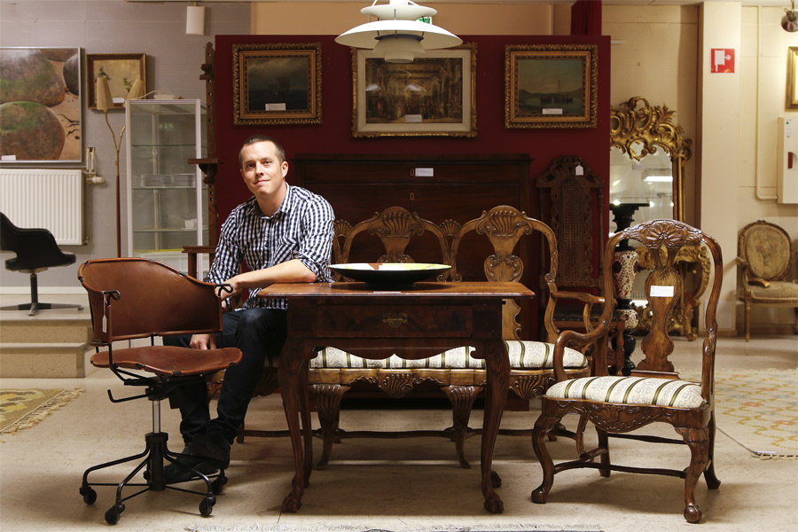 Exklusiva möbler och smycken på auktion