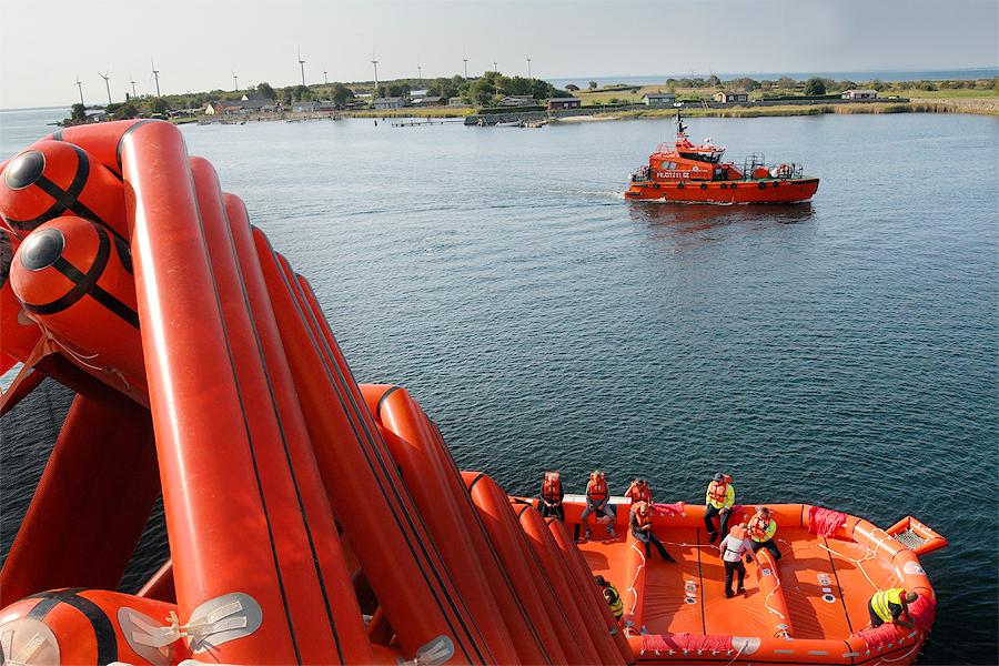 Lotsbåten matchade räddningsutrustningen.