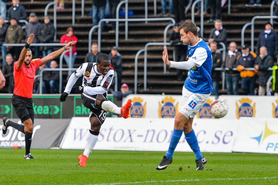 Thierry Zahui provar skottlyckan. Idag blev det dock inget mål för honom. Foto: Ulf Bjarke, Foto261.se