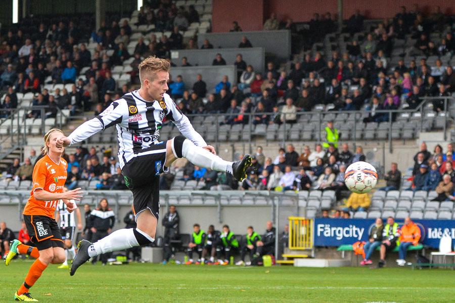 Rasmus Alm fortsätter att göra mål. Besvikelsen efter matchen var dock mycket större än glädjen av att ha gjort mål. Foto: Ulf Bjarke, Foto261.se
