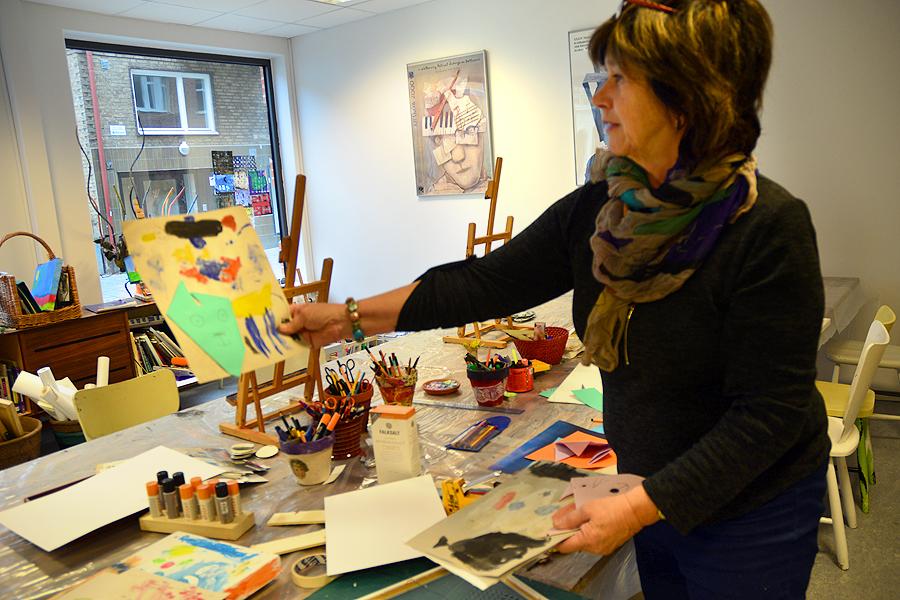 Bildpedagog Birgitta Liljeqvist är nöjd med sin nya stora bildsal.