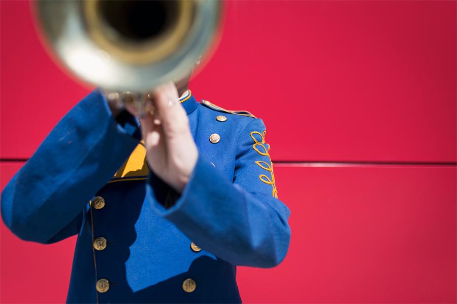 Vilken låt inleds med ett trumpetsolo?