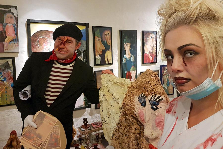 Jonny Karlsson och Natahlie Oltner var ute under kulturnatten och gjorde reklam för den kommande spökrundan.