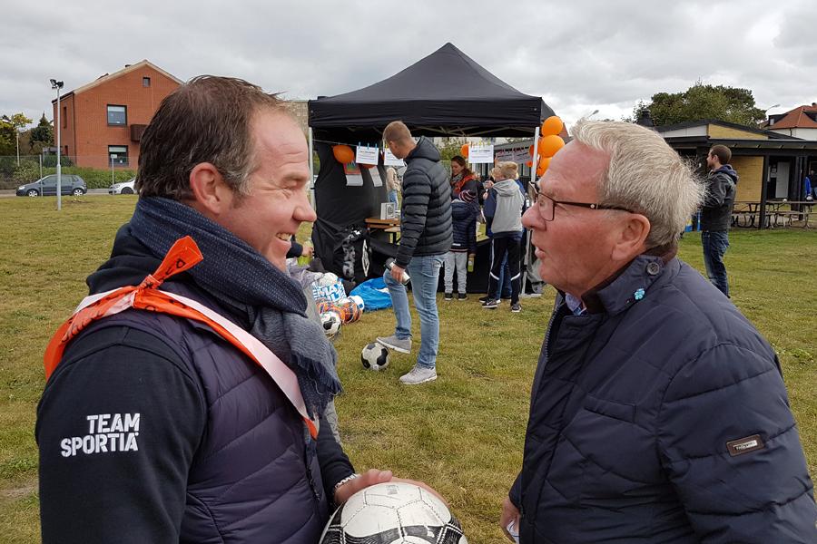 Jonny Karlsson från Cityidrott, till vänster i bild, var med och gjorde en insats för Världens Barn.