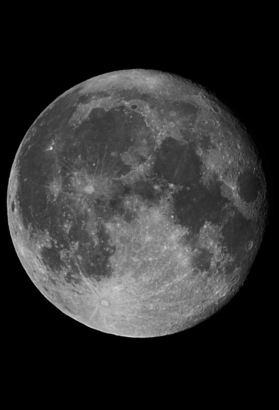 Månen i tisdags vid 22-tiden. Foto: Bengt Rosengren.
