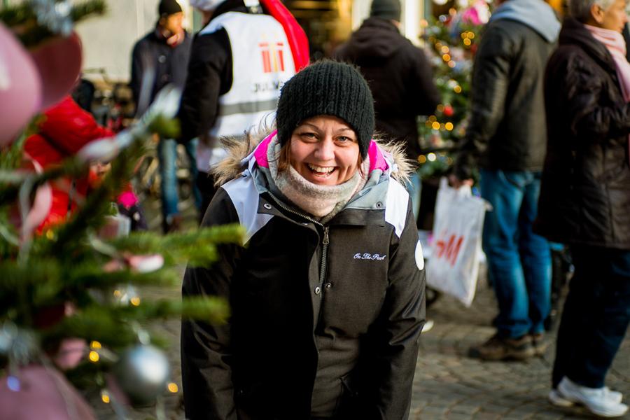 Teresa Sturk besökte julgranstävlingen och röstade på sin favoritgran. Foto: Niklas Lydeen.