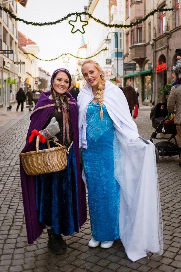 Anna och Elsa från Frost minglade bland besökarna. Foto: Niklas Lydeen
