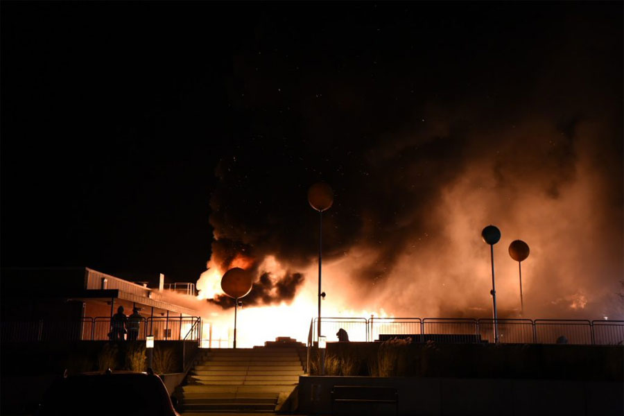Storbrand totalförstörde Karlslundstorget