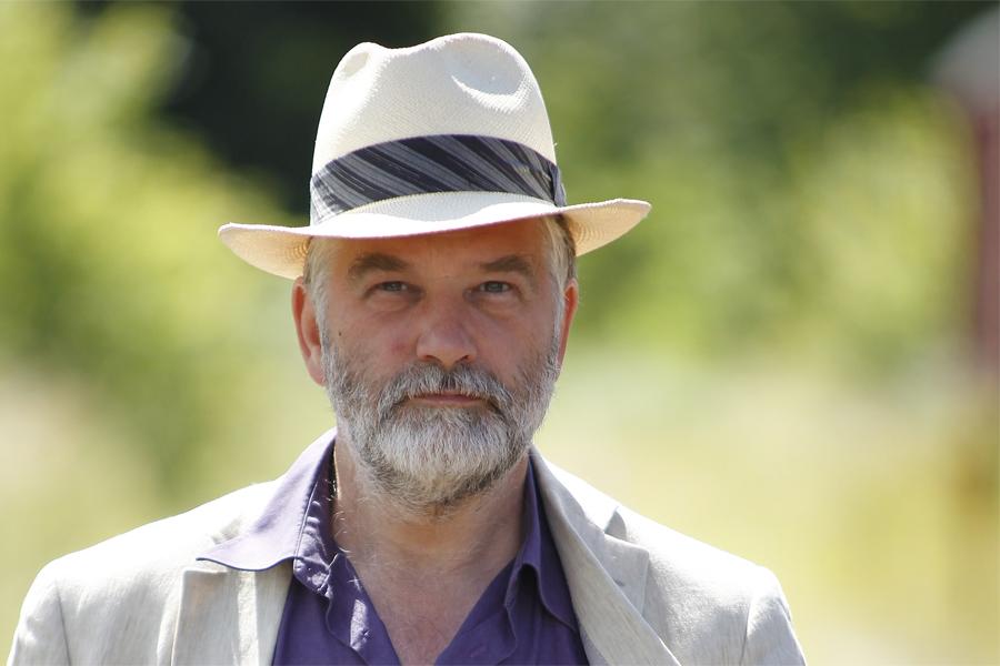 Författaren och översättaren Erik Andersson på biblioteket