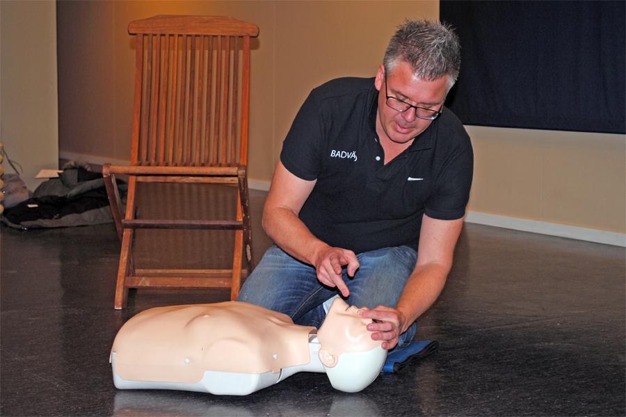 Vårens sista kurstillfälle i Hjärt-lungräddning på Karlslundsbadet