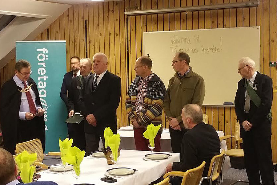 Sven Svensson, Peter Söderquist och Christer Söderquist tog emot veterantecken efter 25 års medlemsskap. Foto: Privat