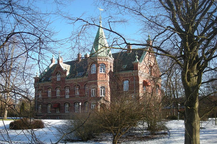 Kommunen köper slott och mark