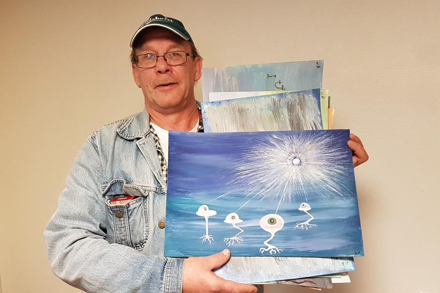 Färgblind konstnär debuterar i påsk