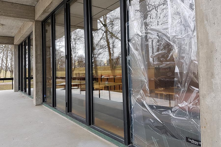 Fönsterkross på konsthallen