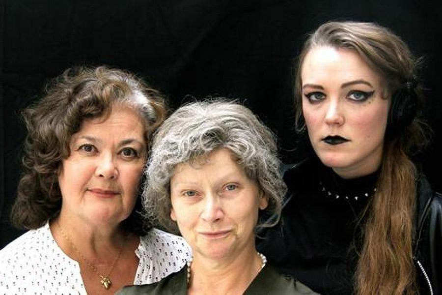 Linda Hellström, Anette Sevreus och Alexandra Frick på Västra Götalands Teater kommer till Landskrona den 21 april. Foto: Bertil Nolander