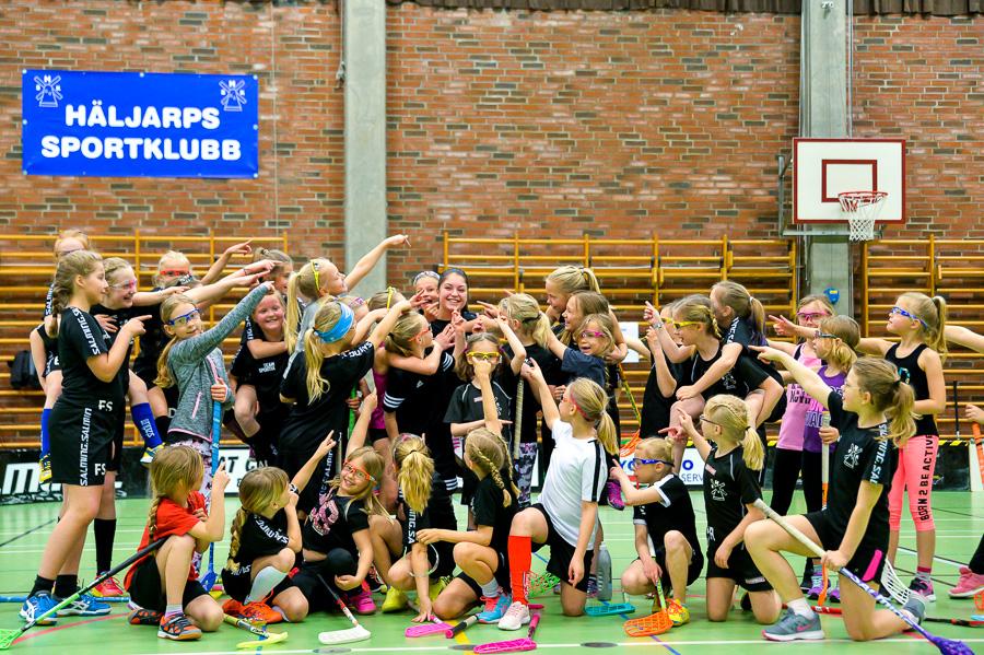Lexie Carlino i centrum för tjejernas hyllning. Foto: Ulf Bjarke, Foto261.se