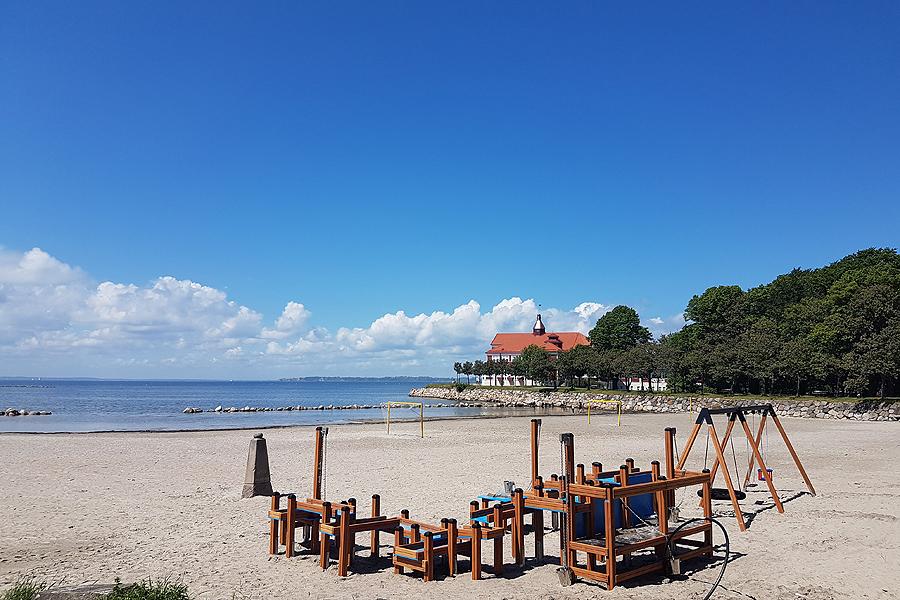 Nya strandnära lekplatser på plats