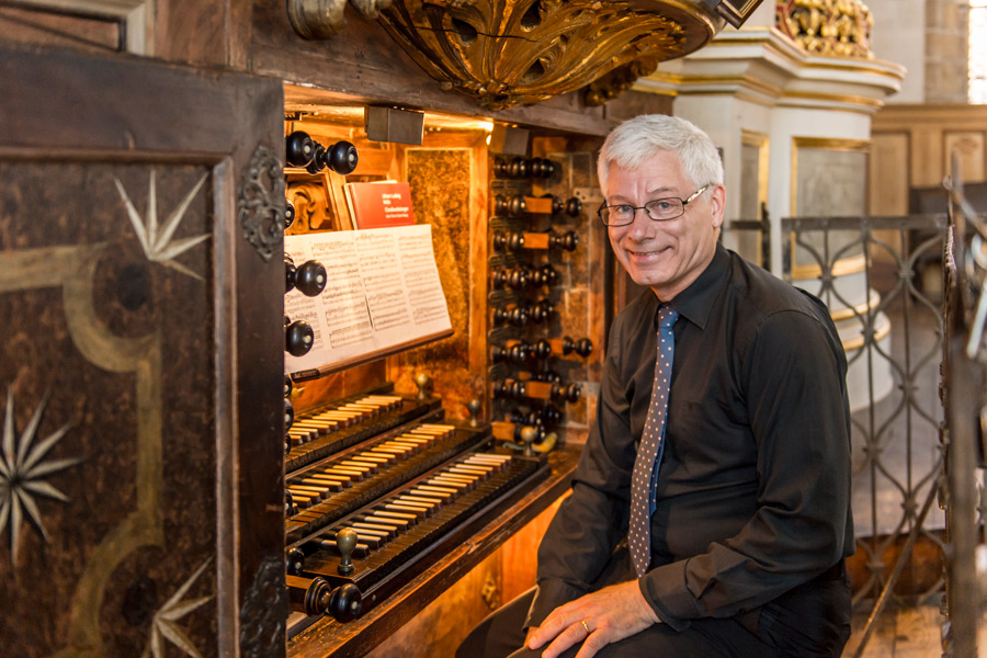 Det lär bli mycket musik av Bach när Hans Fagius spelar i Sofia Albertina kyrka på lördag. Foto: Silbermann-Gesellschaft
