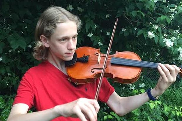 Talangfull violaspelare i Glumslövs kyrka