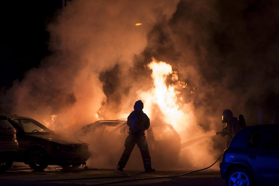Bilar brann på Västra Fäladen