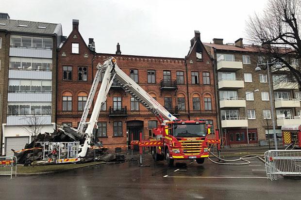 Brandhärjade huset bevakas minst ett dygn