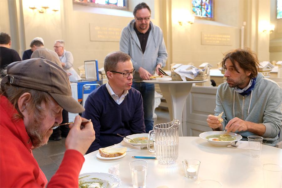 Prisvard lunch hos kyrkan