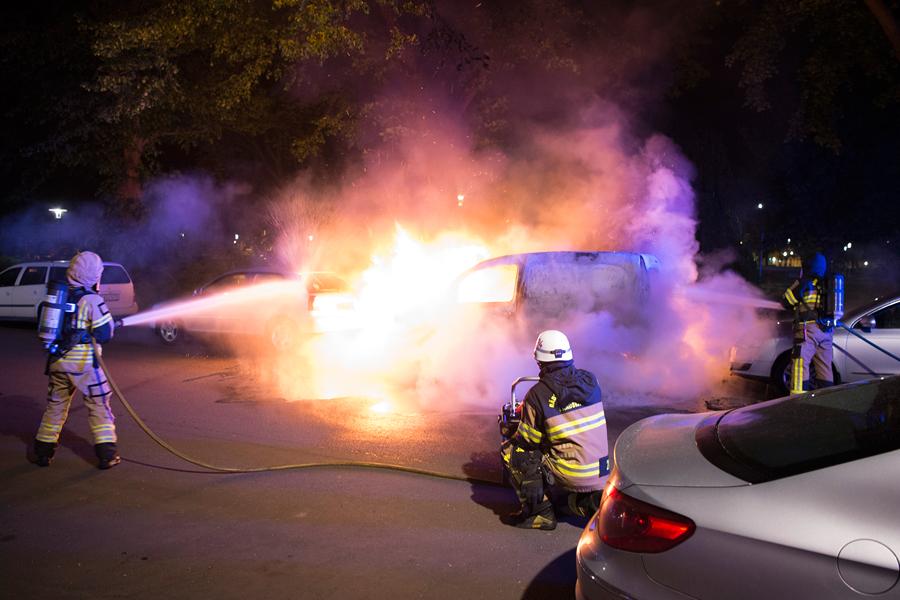 Skåpbil totalförstördes i brand