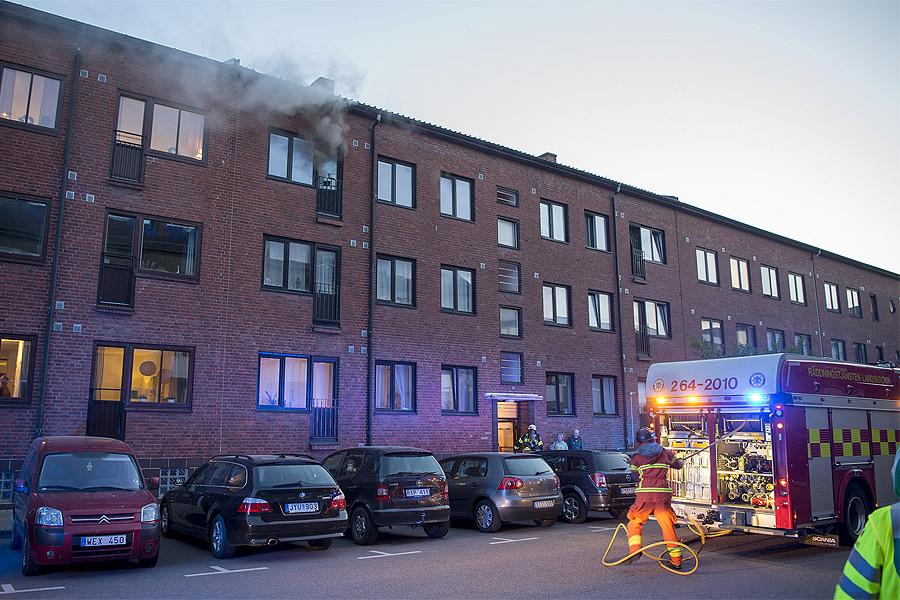 Brand i lägenhet på Bredgatan
