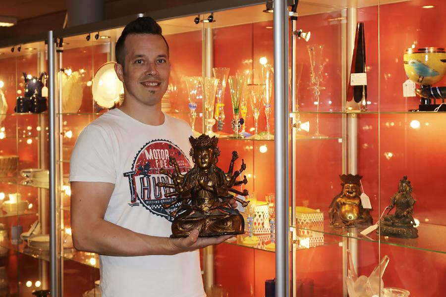 Exklusiva Buddaskulpturer under klubban