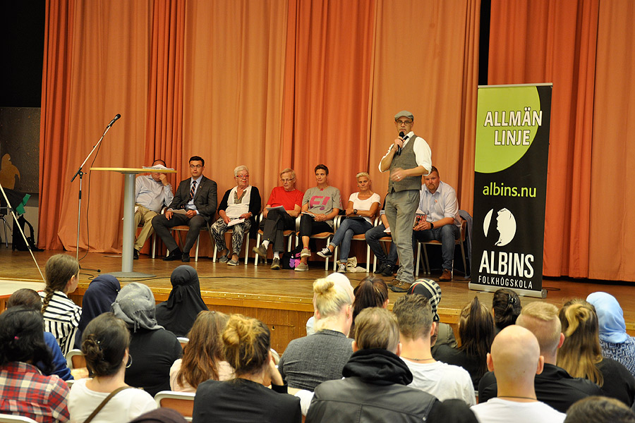 Se och hör politikerna svara på frågor från elever på Albins
