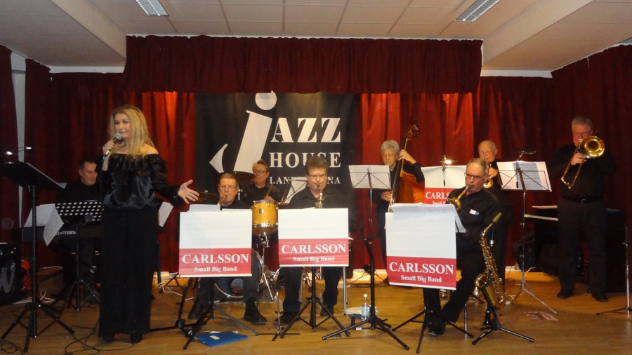 Anki jazzar loss på Folkan