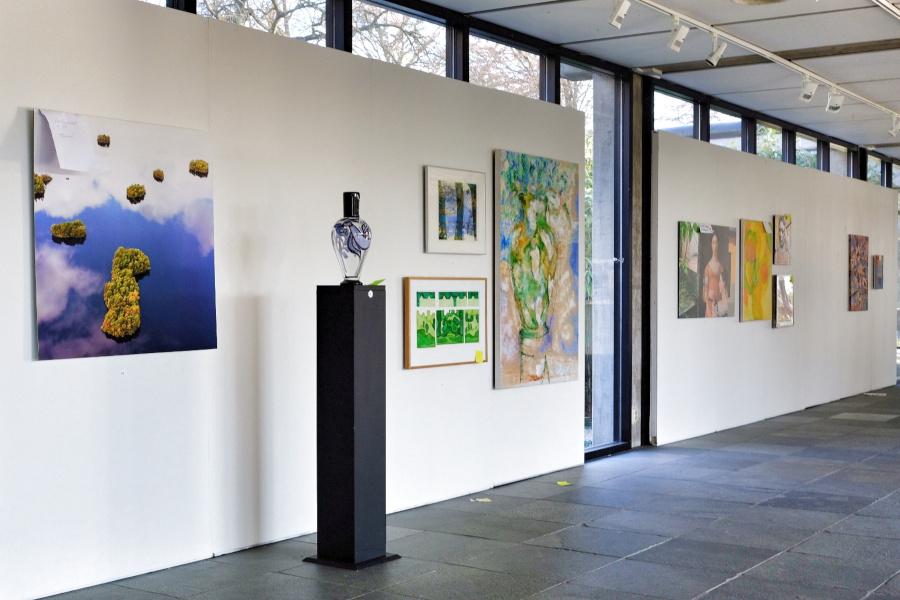 Konstnärer bjuds in till konstsalong