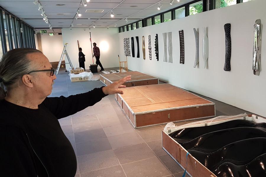 Våglig skulptur ställs ut i konsthallen