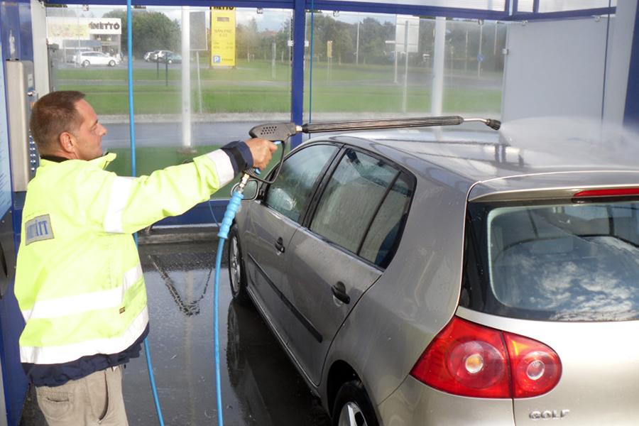 Tvätta bilen på biltvätten