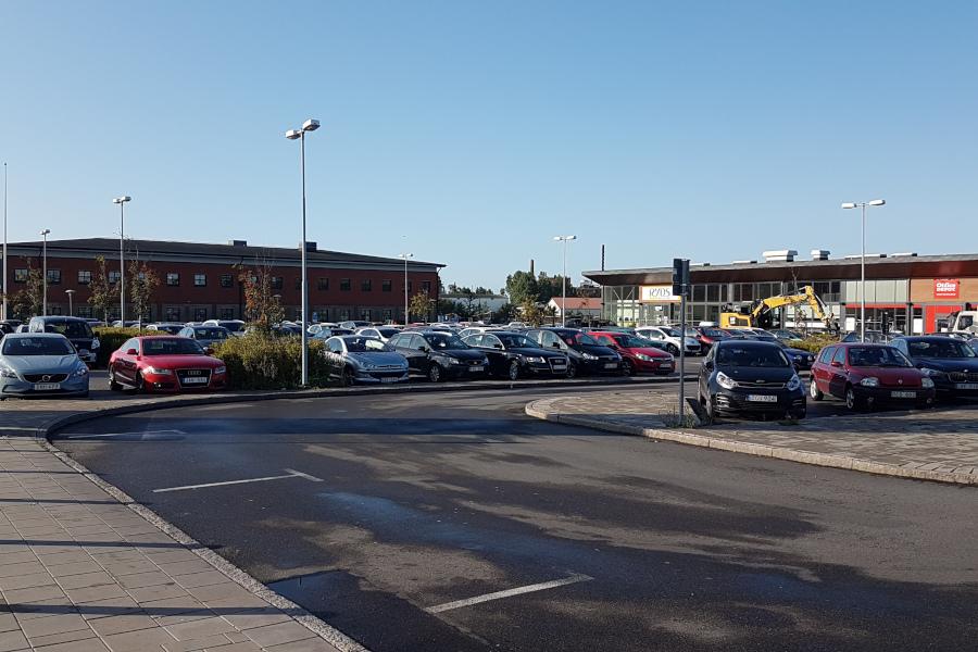 Staden medveten om parkeringseländet runt stationerna