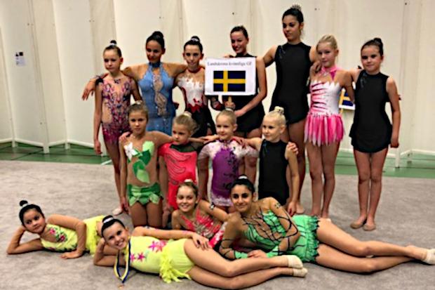 Tjejer tävlingsdebuterade i rytmisk gymnastik