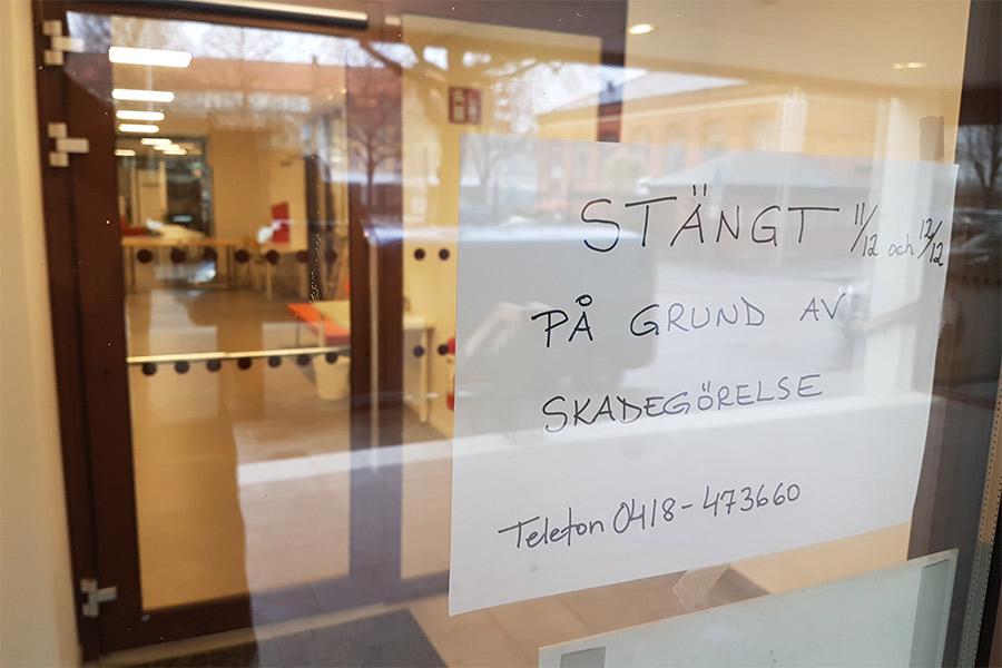 Berusad vandaliserade kontor