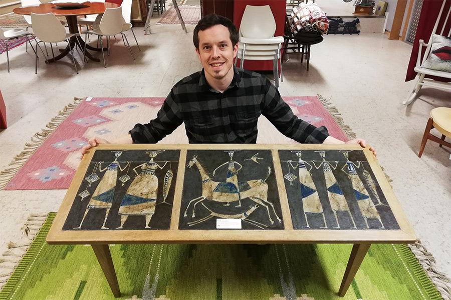 Möbler och smycken dominerar på auktion