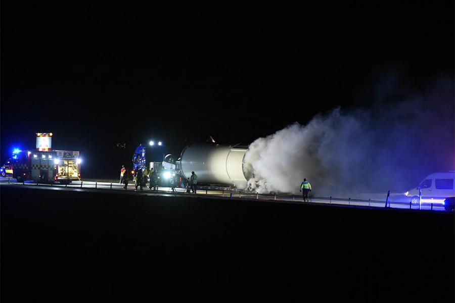 Lastbil brann på E6 inatt