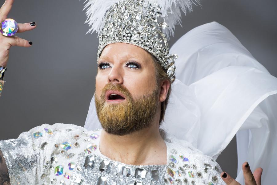 Operastjärnan Rickard Söderberg sjunger för äldre