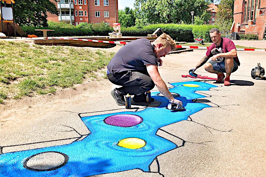 De sätter färg och aktivitet på skolgårdarna