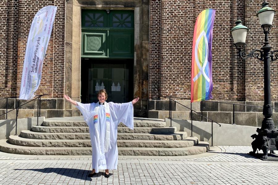 Kyrkan öppnar upp igen