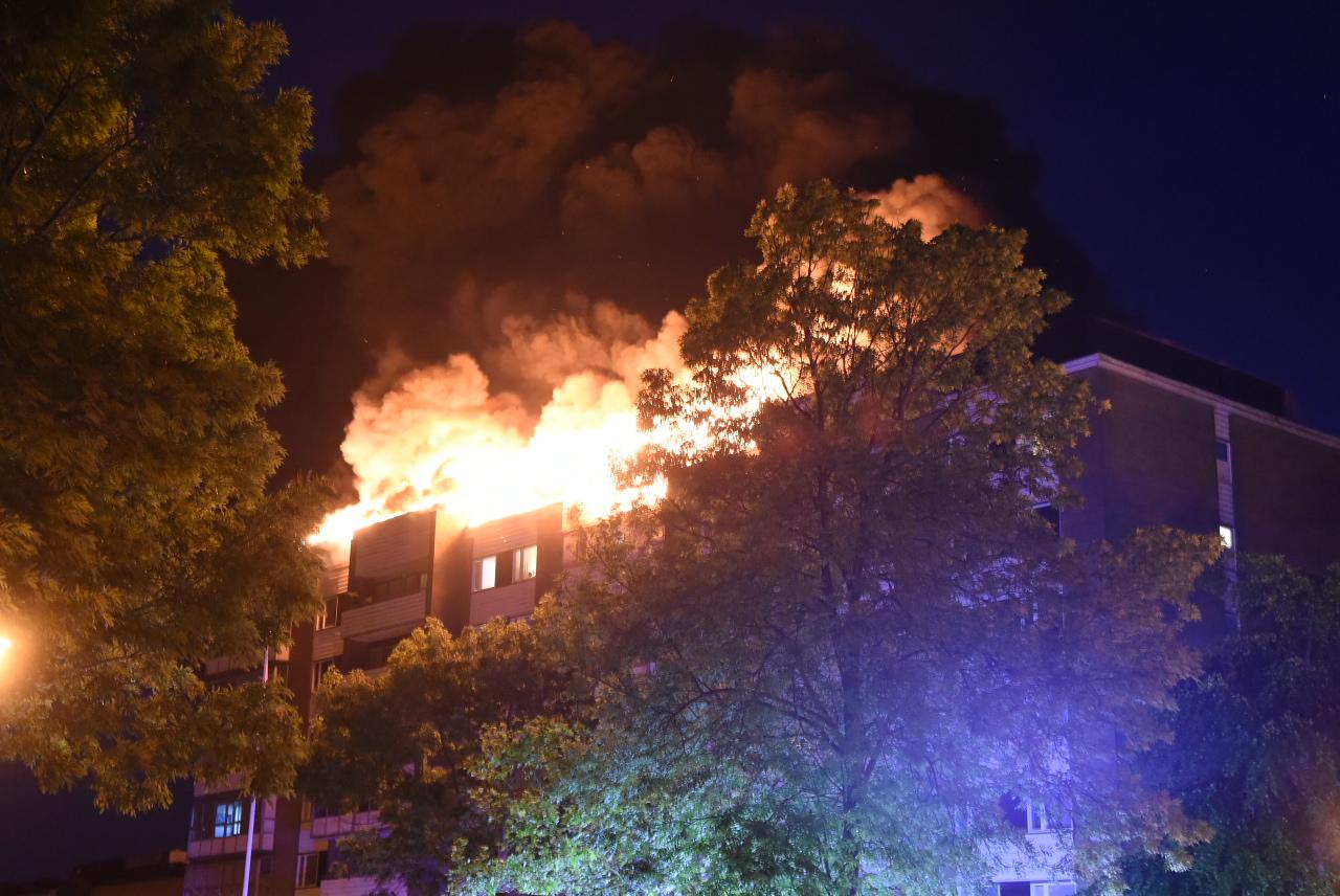 Höghus brinner på Koppargården