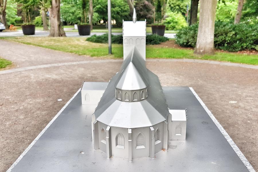 Kyrkmodell ska locka besökare till Stadsparken