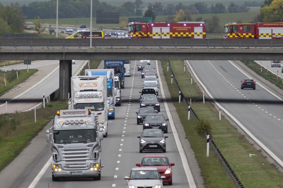 Kollegor, vänner och räddningstjänst hedrade avliden lastbilschaufför