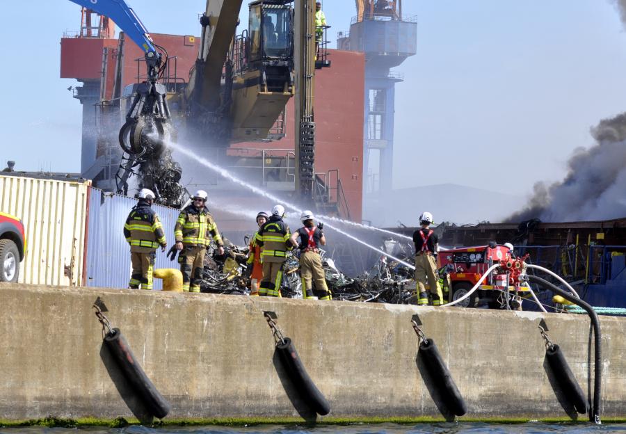 500 ton skrot släckt – Nu väntar inspektion av fartyget