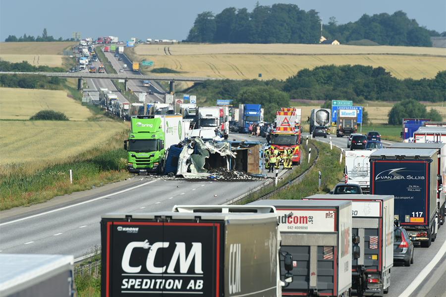 Lastbilar kolliderade på motorvägen